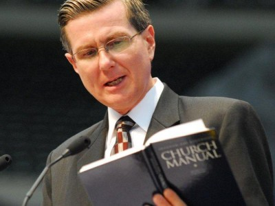 Then-Undersecteary Homer Trecartin reading the Church Manual at the 2010 GC Session in Atlanta. Image by Robert East / ANN