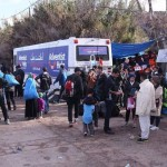Refugees gathering around the Adventist Help bus at the Oinofyta camp near Athens, Greece. Image by Michael-John Von Hörsten